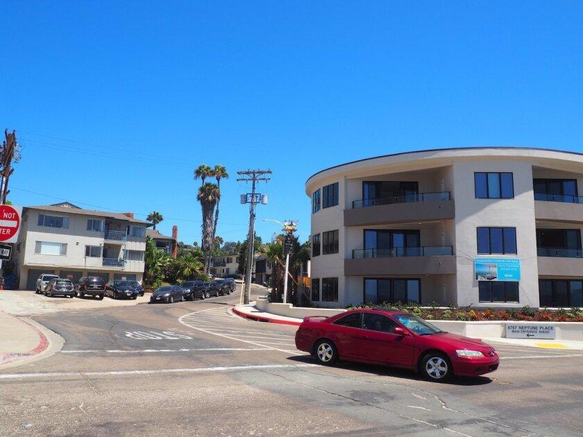 A car drives the correct way down Playa del Norte, next to the wrong-way sign.
