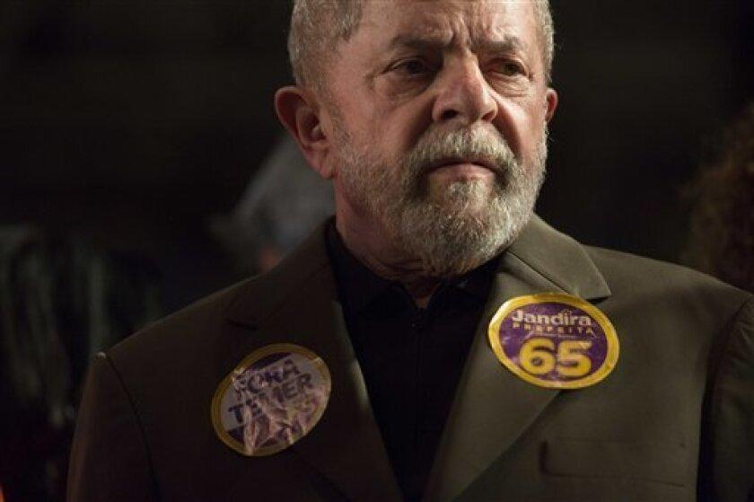El expresidente brasileño Luiz Inácio Lula da Silva, contra quien la Justicia ha abierto tres diferentes procesos y lo investiga en otras causas, asegura que quienes lo acusan saben que es inocente pero no pueden retirar las denuncias para no quedar desmoralizados.