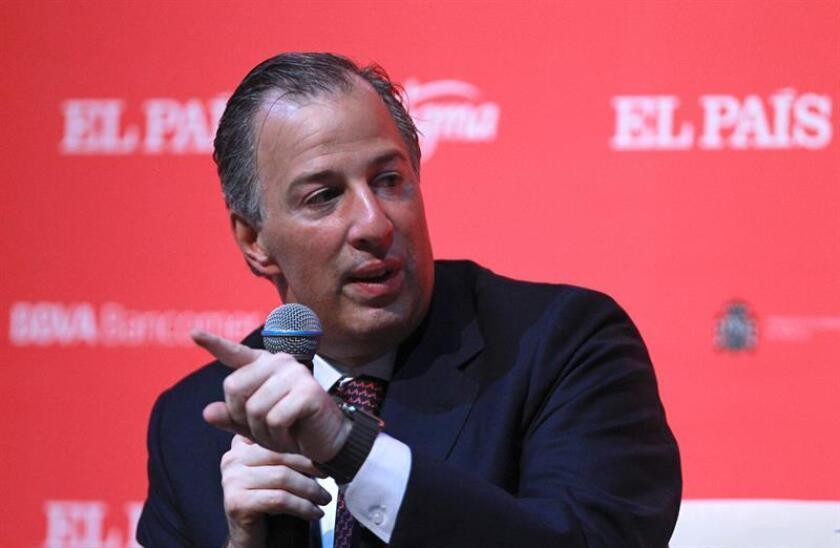 Peña anuncia renuncia de ministro de Hacienda con aspiraciones presidenciales