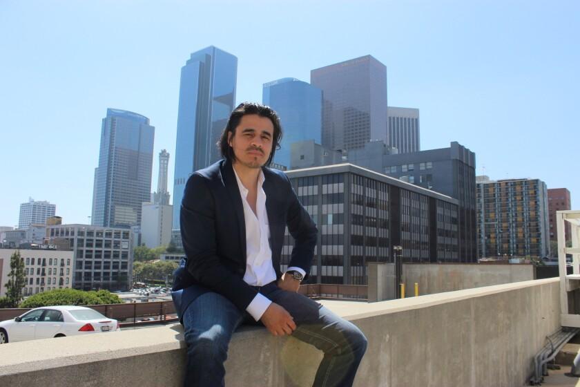 """Además de haber tenido un papel importante en la primera temporada de la serie televisiva """"Shades of Blue"""", Antonio Jaramillo participó en """"Savages"""", la recordada cinta de Oliver Stone."""