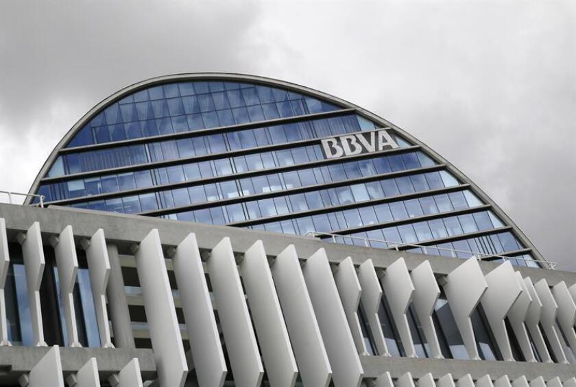 Fachada de la sede corporativa del BBVA, en el distrito de Las Tablas, en Madrid. EFE/Archivo
