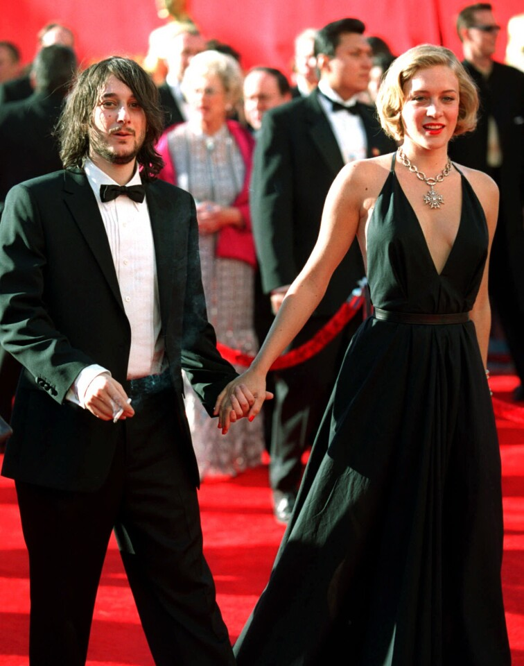 "Best supporting actress nominee Chloe Sevigny arrives with her boyfriend, director Harmony Korine, for the 72nd Academy Awards ceremony, Sunday, March 26, 2000, in Los Angeles. Sevigny was nominated for the film, ""Boys Don't Cry."" (AP Photo/Chris Pizzello) Original Filename: OSCARS_I.JPG"
