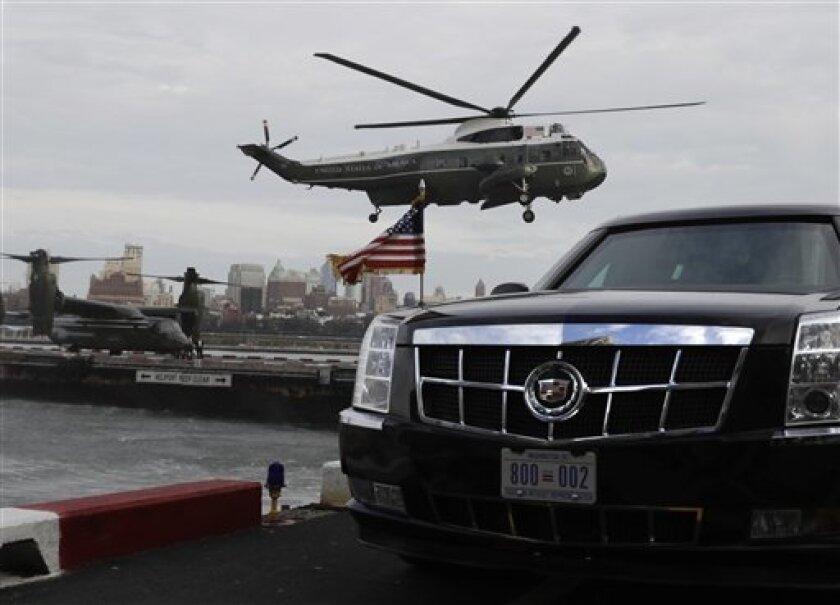 El helicóptero presidencial, con el mandatario Barack Obama a bordo, llega a la zona de aterrizaje de Wall Street en la ciudad de Nueva York, el domingo 18 de septiembre de 2016, para asistir a un evento del Comité Nacional Demócrata.