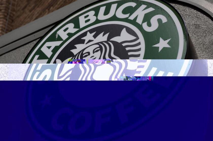 Fotografía que muestra el logo de una tienda de Starbucks Coffee en el barrio Adams Morgan en Washington, D.C. (EEUU). EFE/Archivo