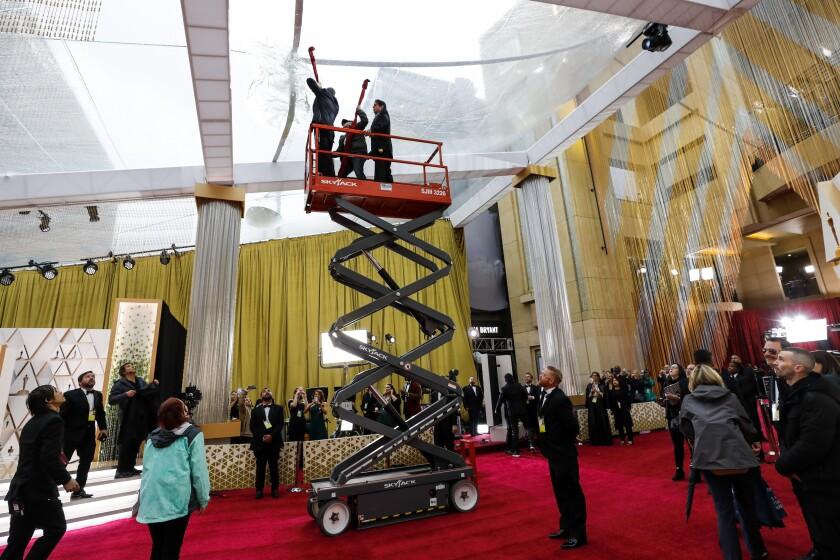 488161_ET_Oscars_Arrivals_Roaming_ALS_4907-737906-737982.JPG