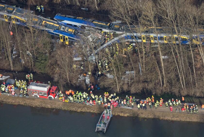Vista aérea de las labores de rescate tras el accidente de dos trenes en Bad Aibling, Alemania.