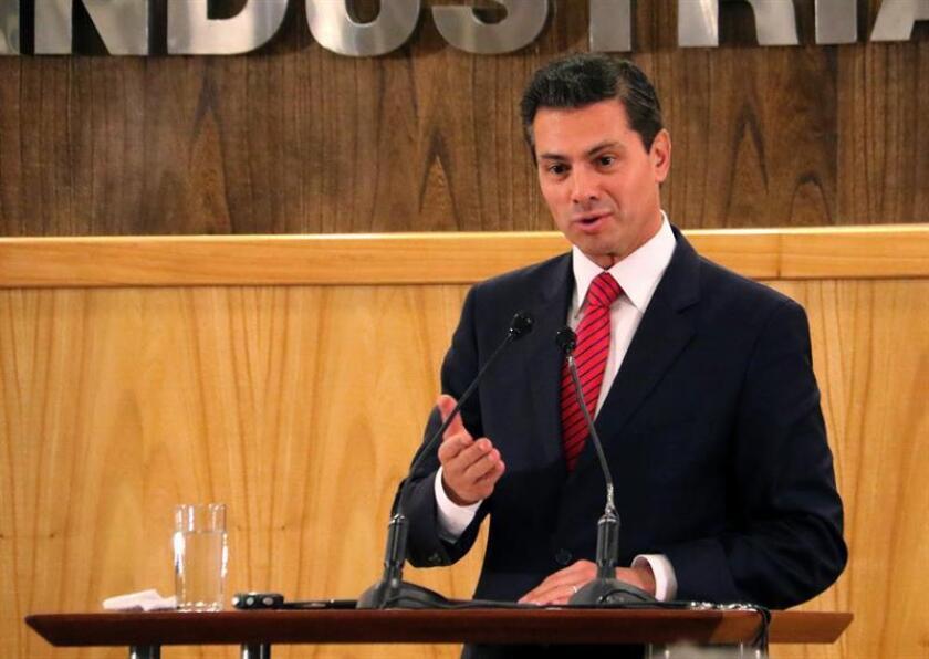 """Peña Nieto llama a explotar de manera """"sustentable"""" los mares y océanos"""