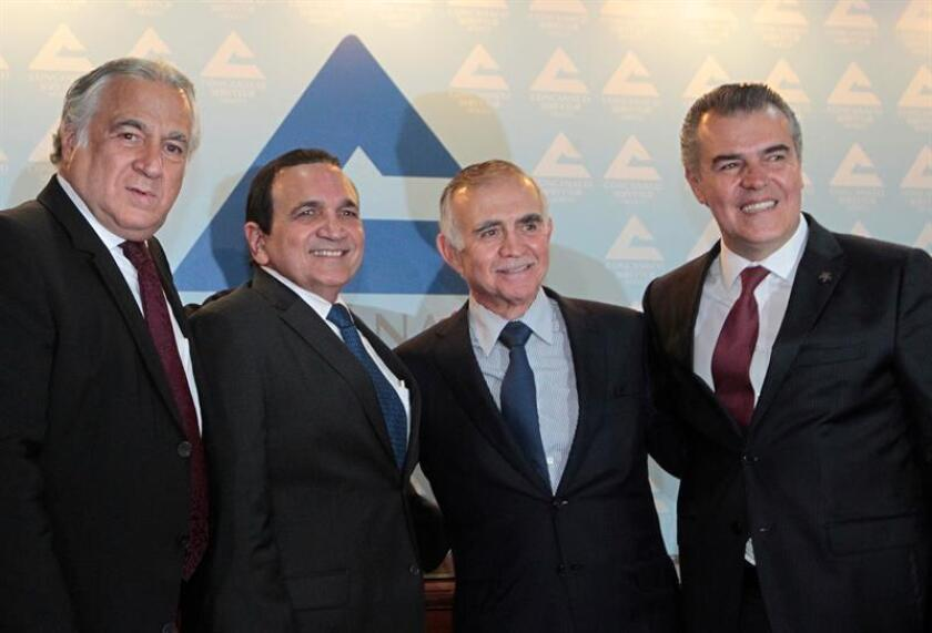 El secretario de turismo, Miguel Torruco, reunido con José Manuel López, Alfonso Romo y Francisco Cervantes. EFE/Archivo