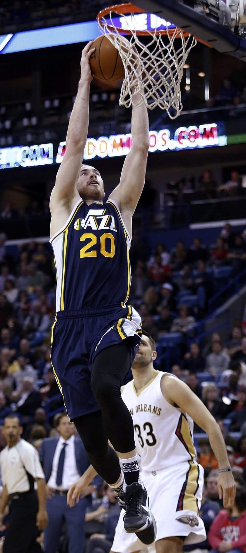 Utah Jazz forward Gordon Hayward (2) dunks during the second half of the team's NBA basketball game against the New Orleans Pelicans in New Orleans, Wednesday, Feb. 10, 2016. The Pelicans won 100-96. (AP Photo/Tyler Kaufman)