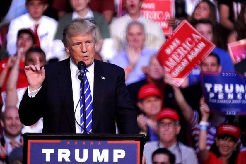 """El candidato republicano a la Presidencia, Donald Trump, negó hoy haber cambiado de opinión sobre su plan migratorio, que contempla la deportación masiva de millones de indocumentados, y dijo que está buscando una solución """"muy firme pero justa"""" contra la inmigración ilegal."""