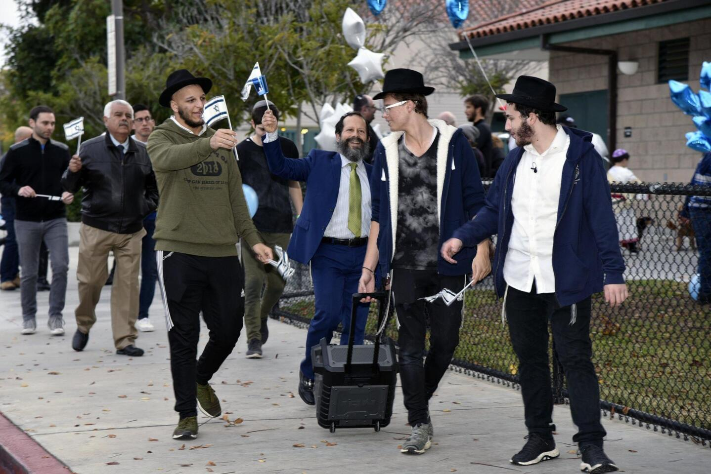 San Diego Jewish community unites and marches together to shine light