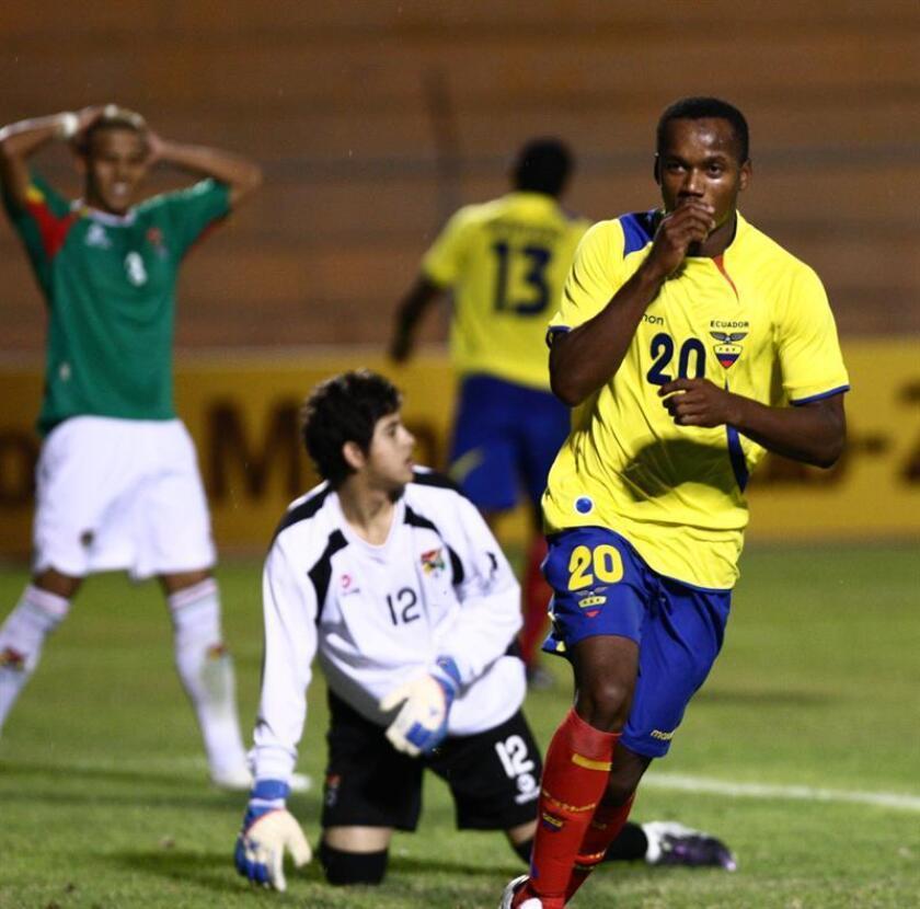 El ecuatoriano Walter Chalá (der.) convirtió un gol en el minuto 89 para darle hoy al Correcaminos de la UAT un triunfo de 2-1 sobre los Dorados de Sonora en la primera jornada de la Copa Mx del fútbol mexicano. EFE/ARCHIVO