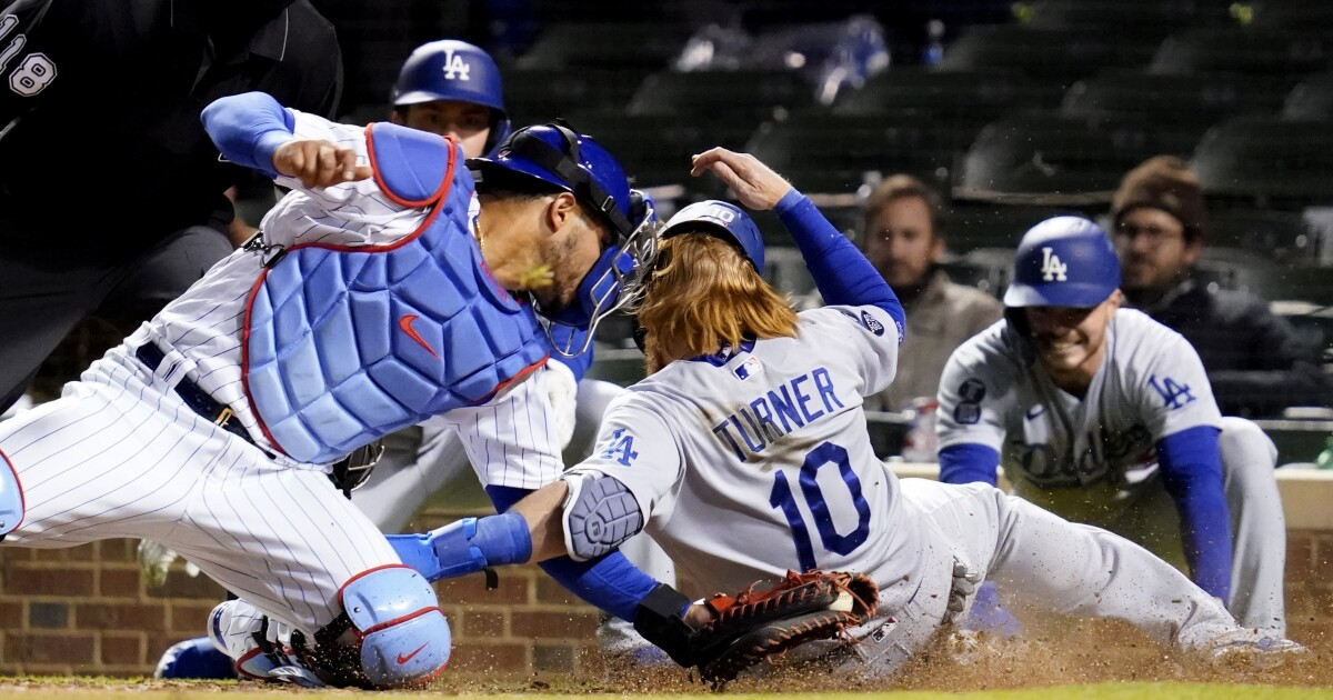Dodgers are stung again in walkoff loss to Cubs in 11 innings