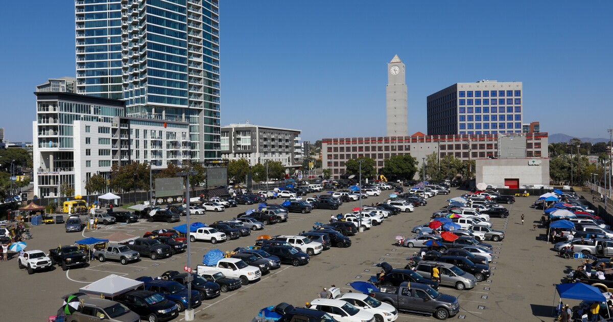 Scene & Heard: Padres a good draw for downtown drive-in, although loss wasn't what fans pictured