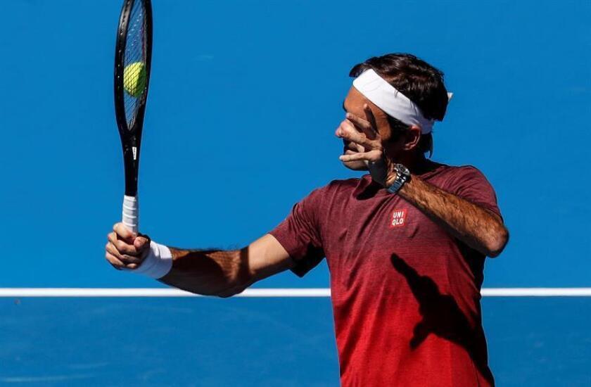 El suizo Roger Federer durante un entrenamiento en el Open de Tenis de Melbourne, Australia, hoy, 13 de enero de 2019. EFE