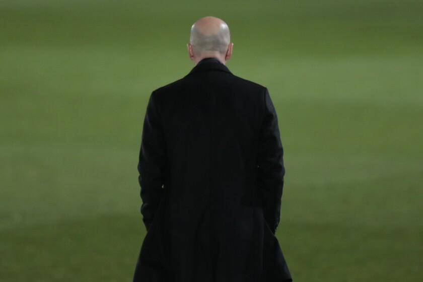 Real Madrid's head coach Zinedine Zidane waits for the start of the Spanish La Liga soccer match between Real Madrid and Real Sociedad at Alfredo di Stefano stadium in Madrid, Spain, Monday, March 1, 2021. (AP Photo/Bernat Armangue)
