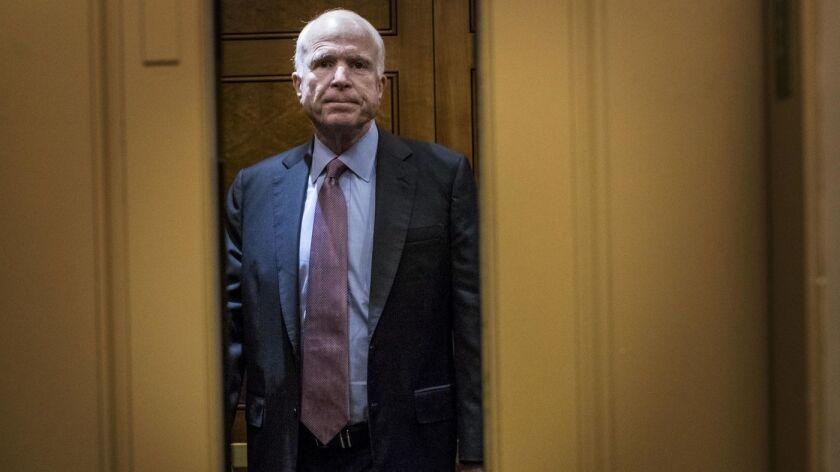 El senador Jon McCain (republicano de Arizona), que ha estado lejos del Capitolio luchando contra el cáncer, es la figura más observada en el debate sobre la nominación de Gina Haspel para dirigir la CIA. (Melina Mara / The Washington Post)