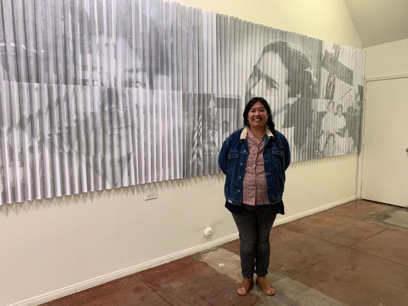 La artista visual Rizzhel Javier el día de la inauguración de El Devenir / Becoming.