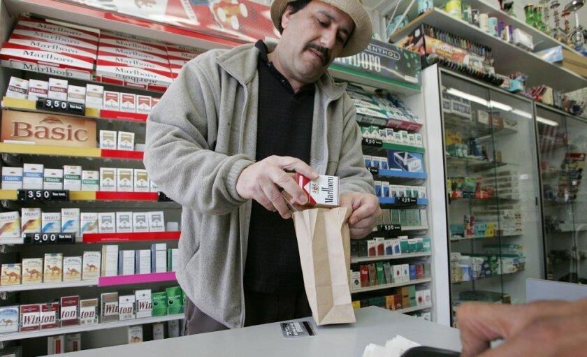 Condado de LA promete ponerle solución al impacto de la venta de cigarros en la salud de los niños