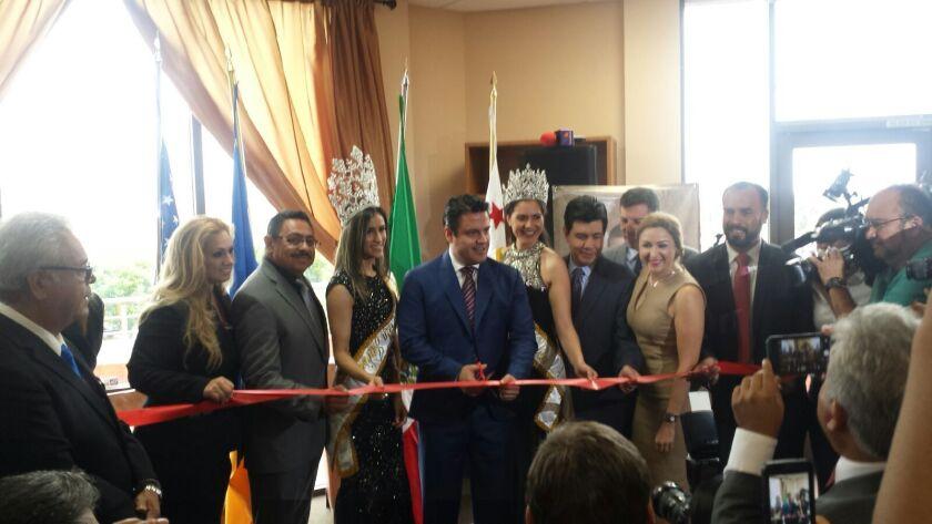 El gobernador del estado de Jalisco, Jorge Aristóteles Sandoval Díaz inauguró el Centro Jalisco en la ciudad de Lynwood, California.