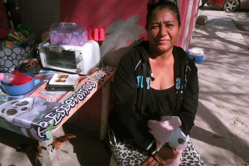 Fotografía que muestra a la señora Martina Campos, durante una entrevista con Efe, en la ciudad de Reynosa, Tamaulipas (México). EFE