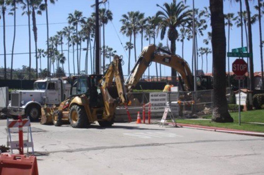 Work will continue on the westernmost end of Avenida de la Playa in the La Jolla Shores area until the summer construction moratorium, May 26, 2014. (Photos by Ashley Mackin)