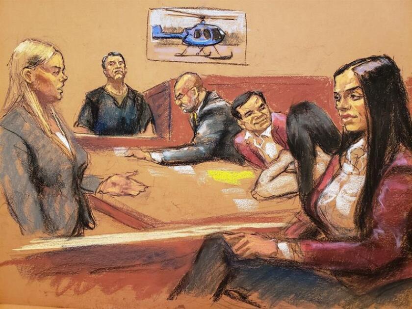 """Reproducción fotográfica de un dibujo realizado por la artista Jane Rosenberg donde aparece la asistente del Fiscal de Estados Unidos, Amanda Liskamm (i), mientras pregunta a Dámaso Alonso Núñez (2i) frente al narcotraficante Joaquín """"El Chapo"""" Guzmán (3d), su esposa Emma Coronel (d) y sus abogados Eduardo Balarezo (3i) y Mariel Colon (2d), en el tribunal del Distrito Sur en Brooklyn, Nueva York (EE.UU.). EFE"""