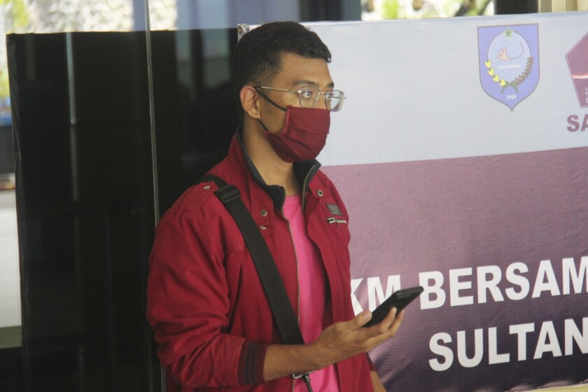 Un hombre que usó una identidad falsa para abordar un vuelo en el aeropuerto Sultan Babullah