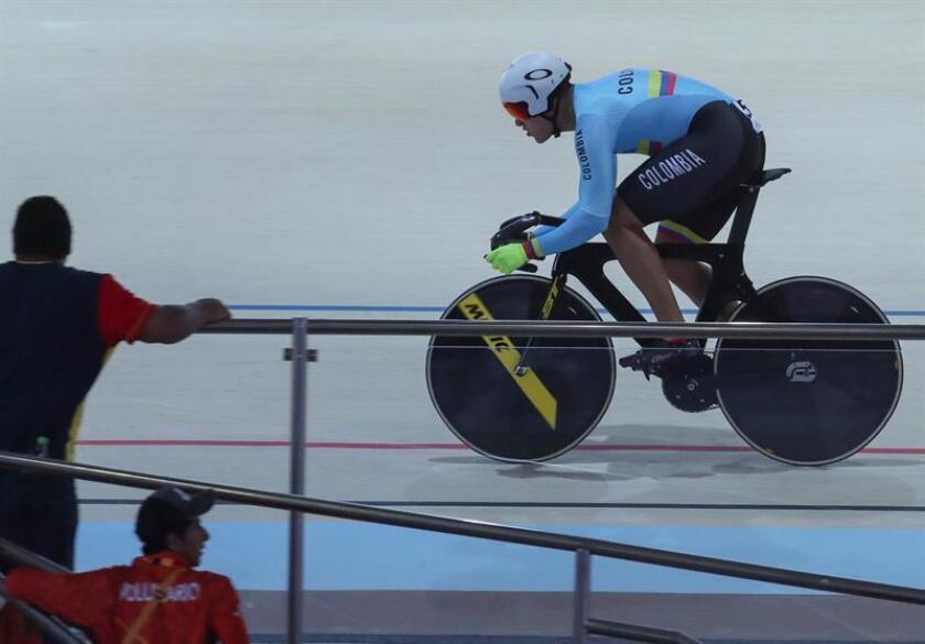 En la imagen un registro del ciclista colombiano Fabián Puerta, quien se colgó la medalla de oro de la prueba del Keirin del ciclismo de pista de los XXIII Juegos Cetroamericanos y del Caribe. EFE/Archivo