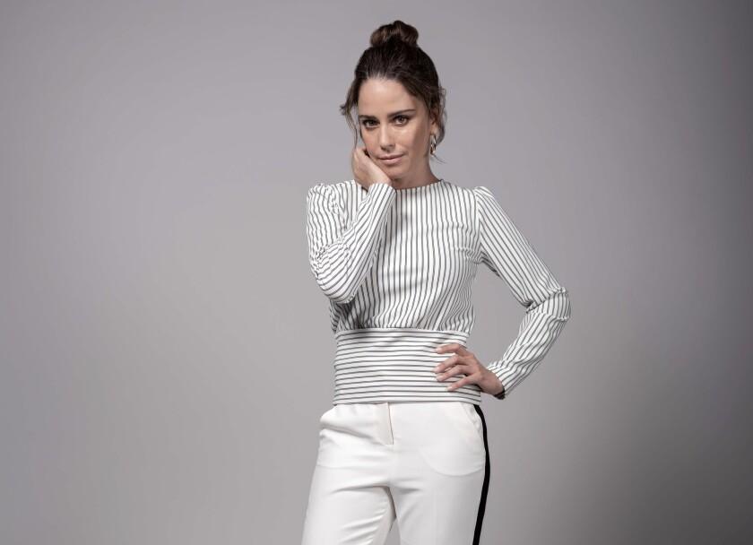 """Ana Claudia Talancón en una imagen promocional de """"Perfectos Desconocidos"""", la cinta que se estrena este fin de semana en L.A."""