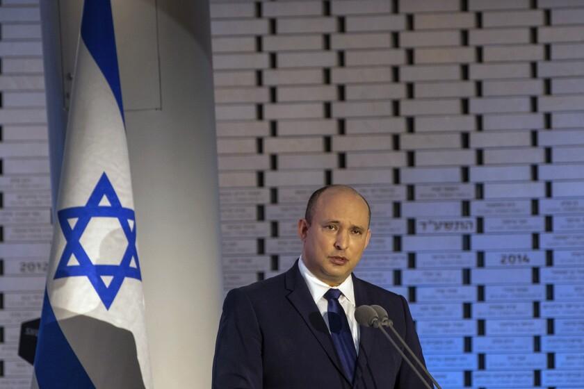 El primer ministro de Israel, Naftali Bennett, habla durante un ceremonia en el 48vo aniversario de la guerra del Yom Kippur entre Israel y los estados árabes en 1973, en el monte Herzl de Jerusalén, el domingo 19 de septiembre de 2021. (Ohad Zwigenberg/Pool via AP)