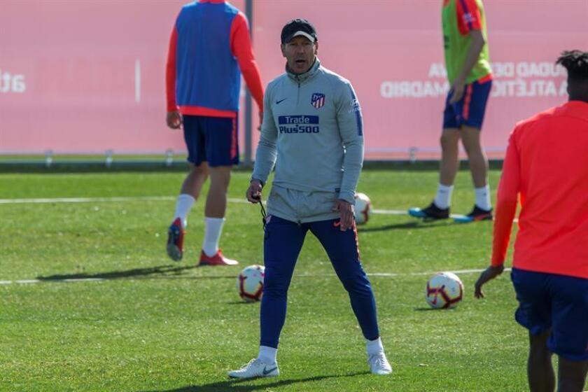 El técnico argentino del Atlético de Madrid, Diego Simeone, durante un entrenamiento. EFE