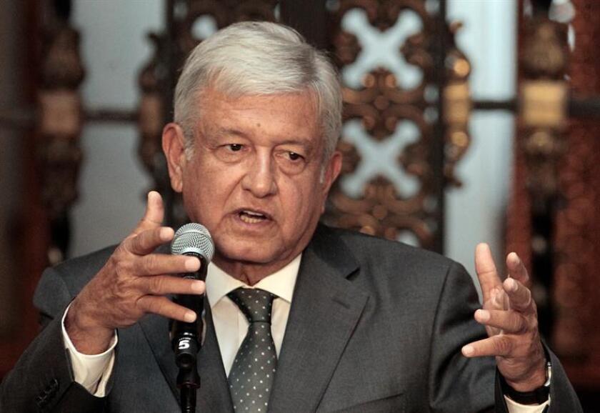 """El próximo presidente de México, Andrés Manuel López Obrador, tiene la """"gran oportunidad"""" de hacer renacer a Petróleos Mexicanos (Pemex) si adopta el modelo chino, dijo hoy el titular de la Comisión Nacional de Hidrocarburos (CNH), Juan Carlos Zepeda. EFE/Archivo"""