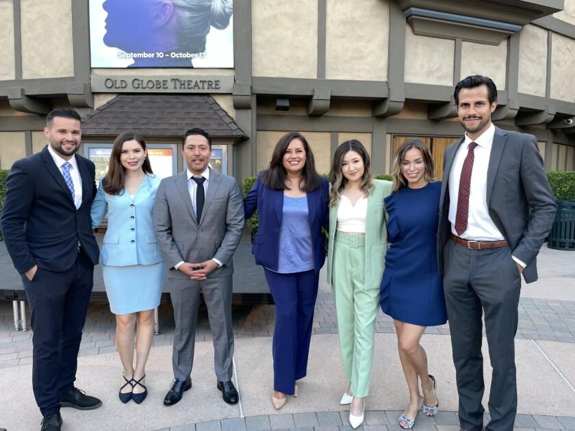 El equipo actual de Univision San Diego celebra 25 años de noticias al aire