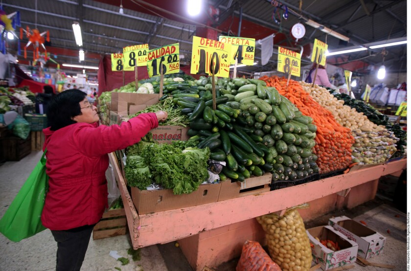 En apenas 12 días del año, los precios de productos de la canasta básica van cuesta arriba y, en algunos casos, en comparación con el ˙último día de 2016, hasta duplicaron sus precios.