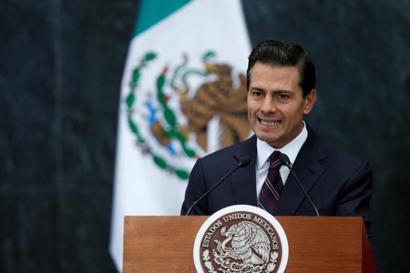 El presidente Enrique Peña Nieto durante un mensaje el 4 de enero de 2017, en un acto público en la residencia oficial de Los Pinos en Ciudad de México. EFE