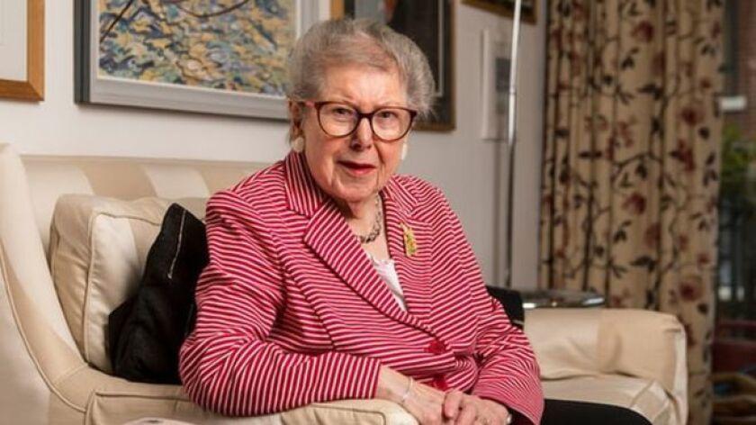 Barbara Hosking ha salido del armario a los 91 años de edad, cuando está imbuida en un periodo de reflexión sobre su extraordinaria vida en los corredores del poder en Reino Unido.