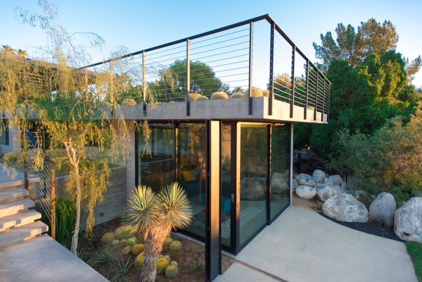 Palm Springs Modernist home brings the great outdoors inside