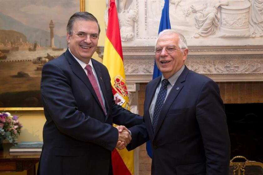El ministro de exteriores español, Josep Borrell (d), y el próximo canciller mexicano, Marcelo Ebrard (i), se reunieron hoy en Ciudad de México, donde abordaron la cooperación entre ambos países y hablaron de la situación en Venezuela y Centroamérica. EFE