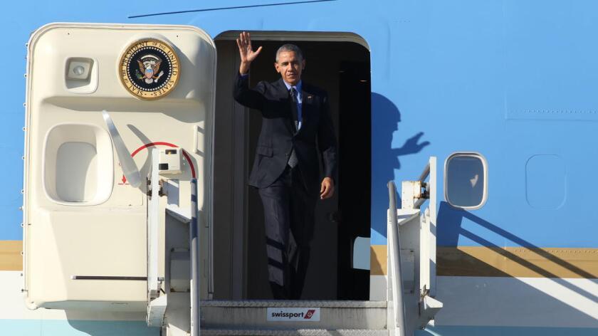 La Casa Blanca defendió hoy el uso del avión presidencial Air Force One para que el mandatario, Barack Obama, se desplace con la candidata demócrata Hillary Clinton a un acto de campaña en Carolina del Norte.