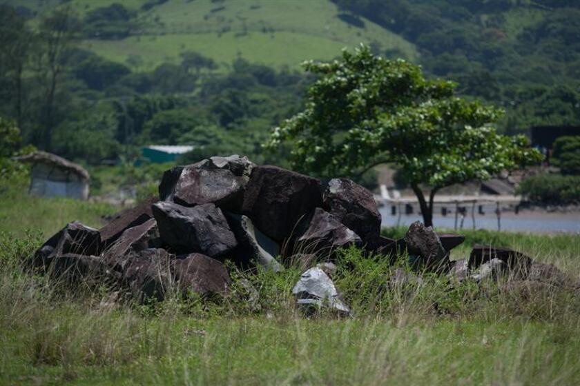 Un proyecto minero vinculado con la ampliación del Puerto de Veracruz, este de México, pone en grave riesgo la región de Los Tuxtlas, la mayor reserva selvática de América del Norte. La actividad minera en Áreas Naturales Protegidas (ANP) supone uno de los mayores riesgos que existen para el patrimonio natural que estas protegen. No obstante, aunque urge, realizar la prohibición resulta sumamente complicado, dijo hoy a Efe Sergio Graf Montero, Premio al Mérito Ecológico 2018. EFE/ARCHIVO