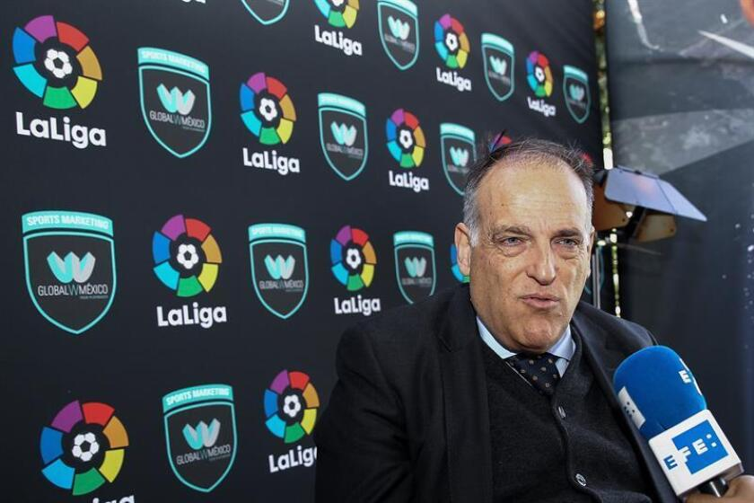 El presidente de LaLiga española, Javier Tebas, habla durante una entrevista con Efe hoy, jueves 9 de febrero de 2017, en Ciudad de México (México) donde se anunció la apertura de la oficina de representación de LaLiga española en México. EFE
