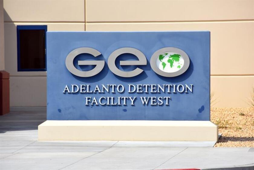 Imagen tomada a la placa con el nombre del Centro de Detención de Inmigrantes del Servicio de Inmigración y Control de Aduanas (ICE). EFE/Archivo
