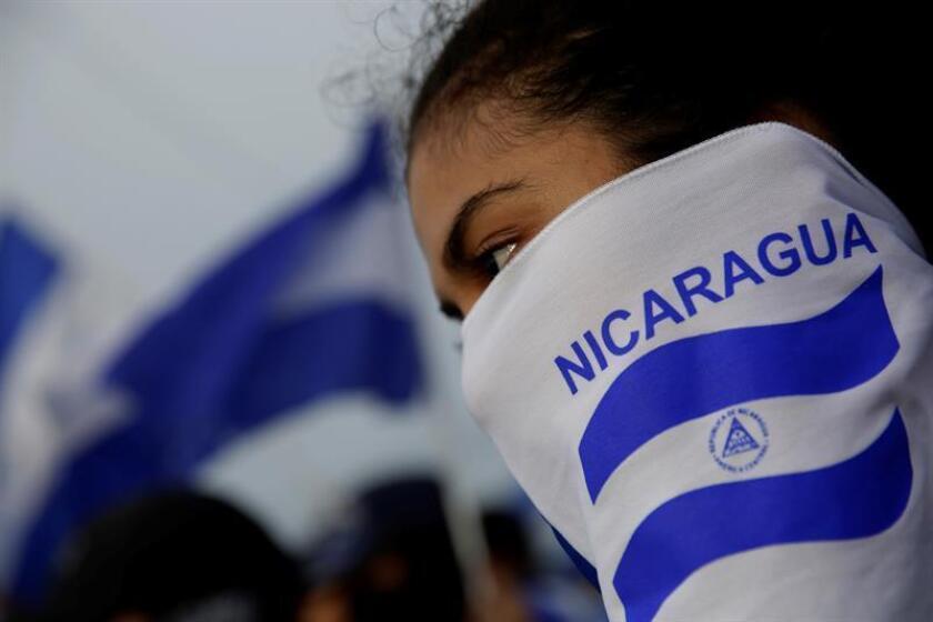 """Un grupo de personas del denominado """"Autoconvocados"""" protestan el 3 de julio de 2018, en Managua, Nicargua. Los manifestantes exiguen justicia por los 309 fallecidos según datos de la Asociación Nicaragüense Pro Derechos Humanos (ANPDH) y la renuncia del presidente Daniel Ortega. EFE/Archivo"""