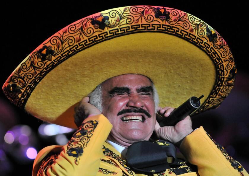 Vicente Fernández le regala a su pueblo un concierto más.