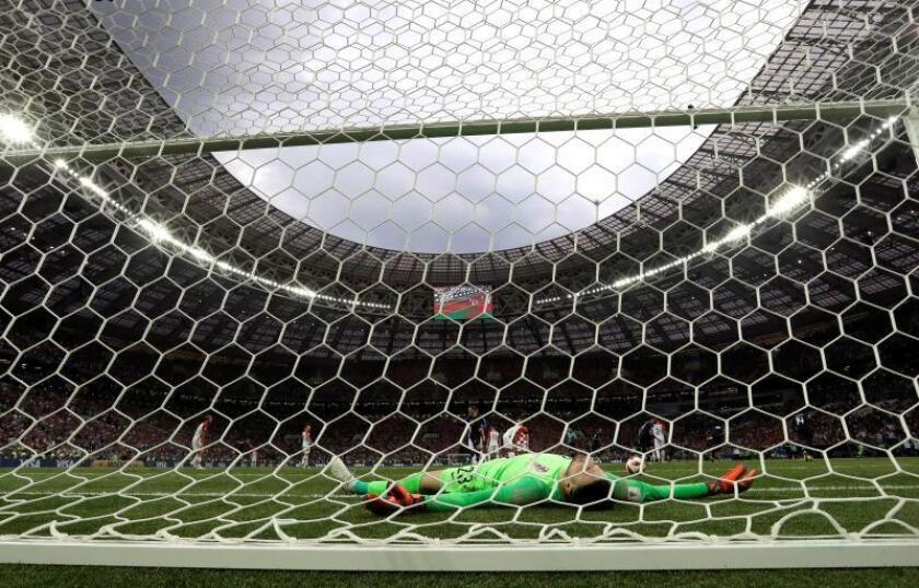 El portero croata Danijel Subasic reacciona tras encajar el 4-1 durante el partido Francia-Croacia, final del Mundial de Fútbol de Rusia 2018, en el Estadio Luzhnikí de Moscú, Rusia, hoy 15 de julio de 2018. EFE