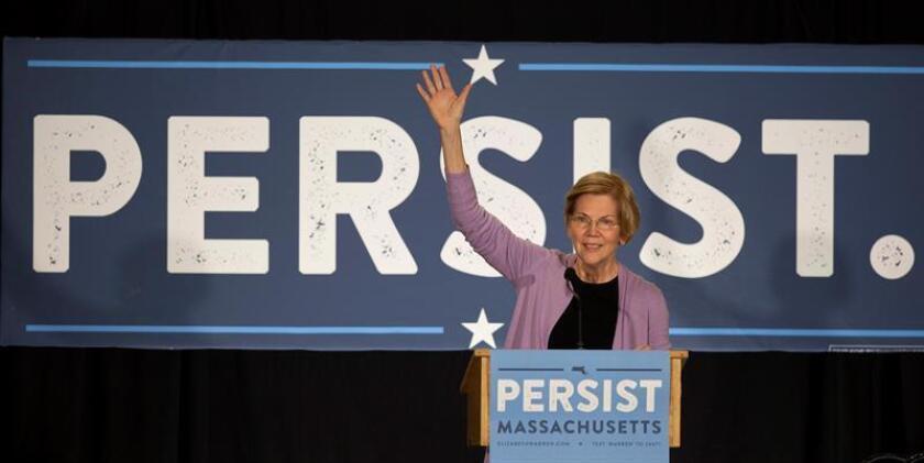 La senadora estadounidense Elizabeth Warren habla durante su campaña para la reelección, el lunes 5 de noviembre de 2018, en Hudson, Massachusetts (EE.UU.). EFE/Archivo