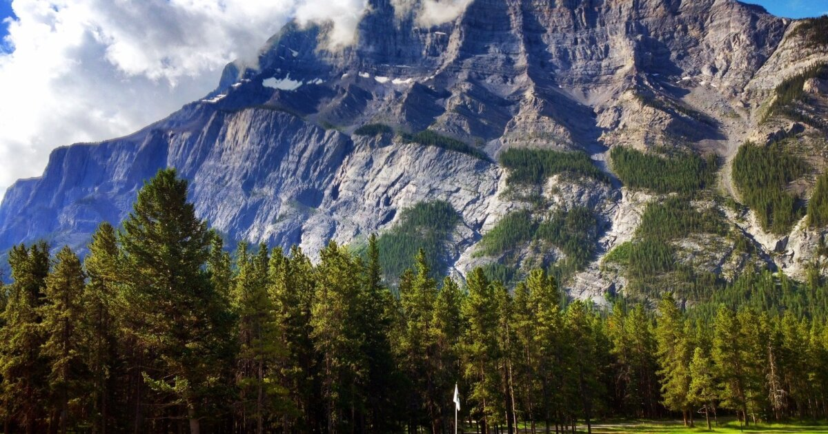 Canadian Rockies golf offers spectacular views, wonderful