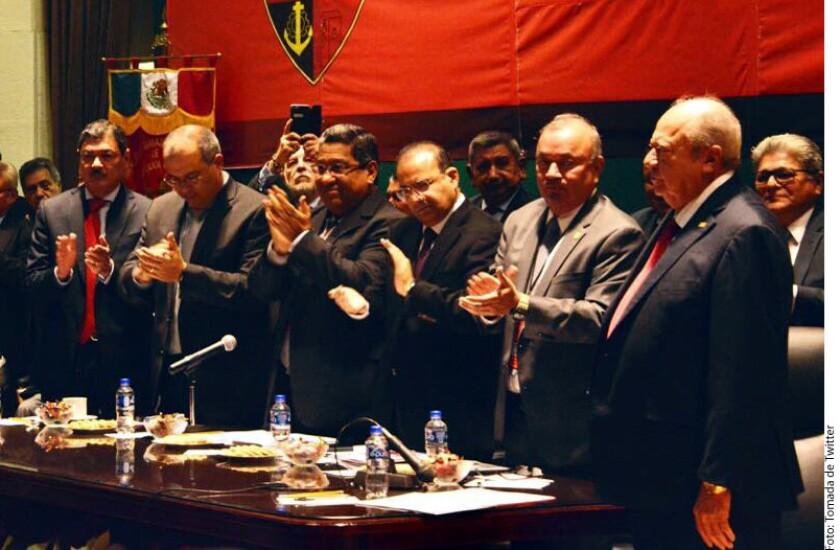 Por unanimidad, el senador priista Carlos Romero Deschamps fue reelecto como líder petrolero para el periodo 2019-2024.