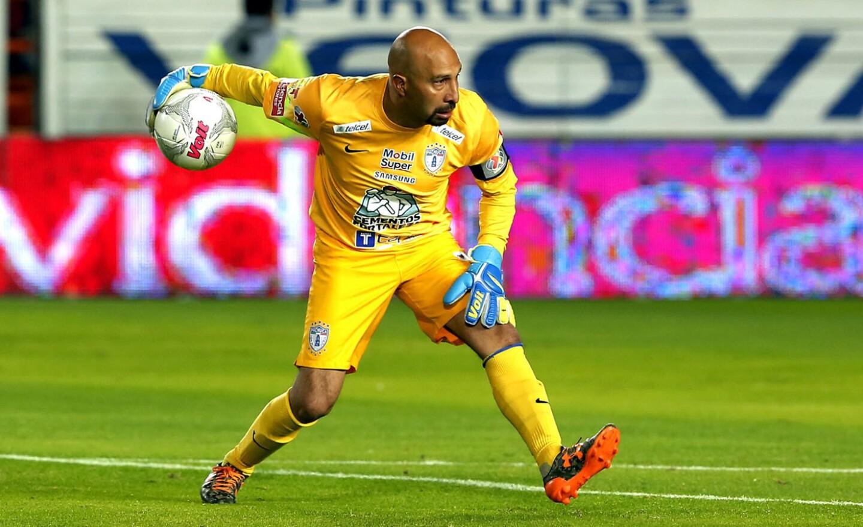 Óscar 'Conejo' Pérez / 44 años / Portero / México: Fue campeón del futbol azteca con el Pachuca. Mundialista en Corea-Japón 2002 y Sudáfrica 2010. (Se retirará al final del Clausura 2018).